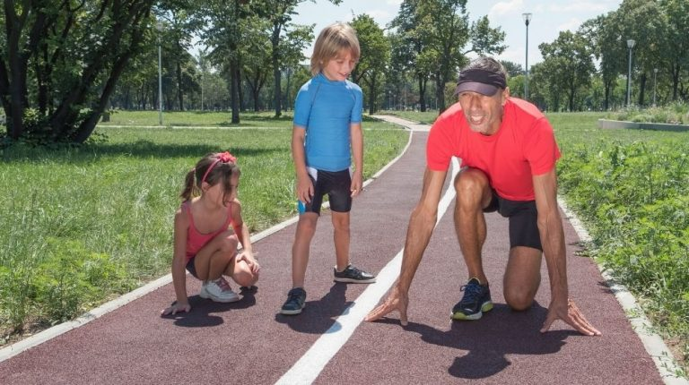 dad is showing children how to run properly | Feature | Maintain Your Physical Vitality with These 5 Life Hacks