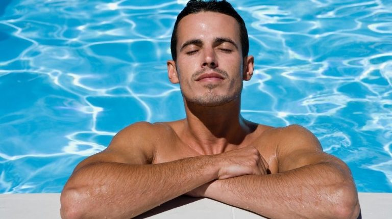 a healthy muscular men relaxing in the pool | Feature |