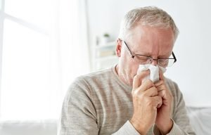 A senior man sneezing_ss
